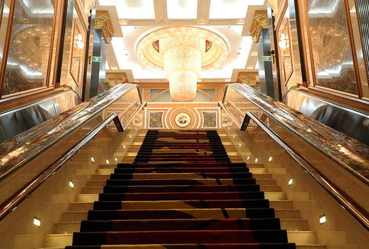 Takht Jamsheed, Gulf Hotel
